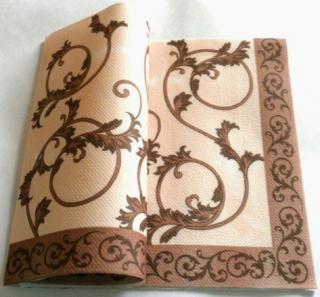 SERVÍTKY netkaný textil - ornament - KRÉMOVO-HNEDÉ